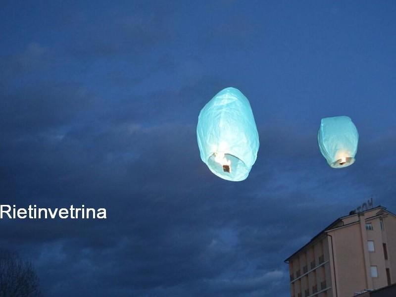lanterne volanti azzurri  Wedding planner, agenzie, ville, castelli, catering, comune, aziende, privati e anche i pompieri scelgono le nostre lanterne volanti sicure, certificate, ignifughe e biodegradabili