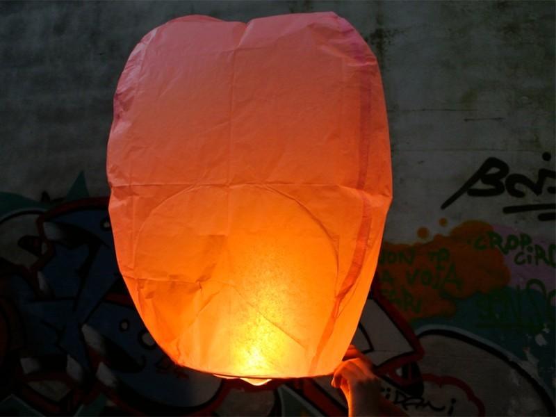 La festa del comune, la sagra, la festa aziendale, le nostre lanterne volanti fanno sempre bella figura. Professioniste scelgono le nostre lanterne volanti luminose, non è per caso che siamo da sempre in prima posizione sulle macchine di ricerca