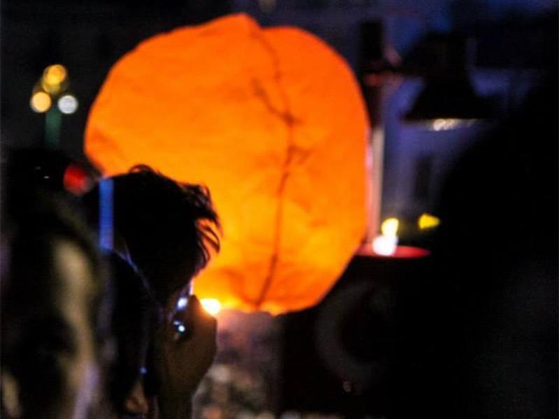 Lanterna volante arancione: Le nostre lanterne volanti pronto per l'uso, facile da usare, per un anniversario, un matrimonio, una laurea