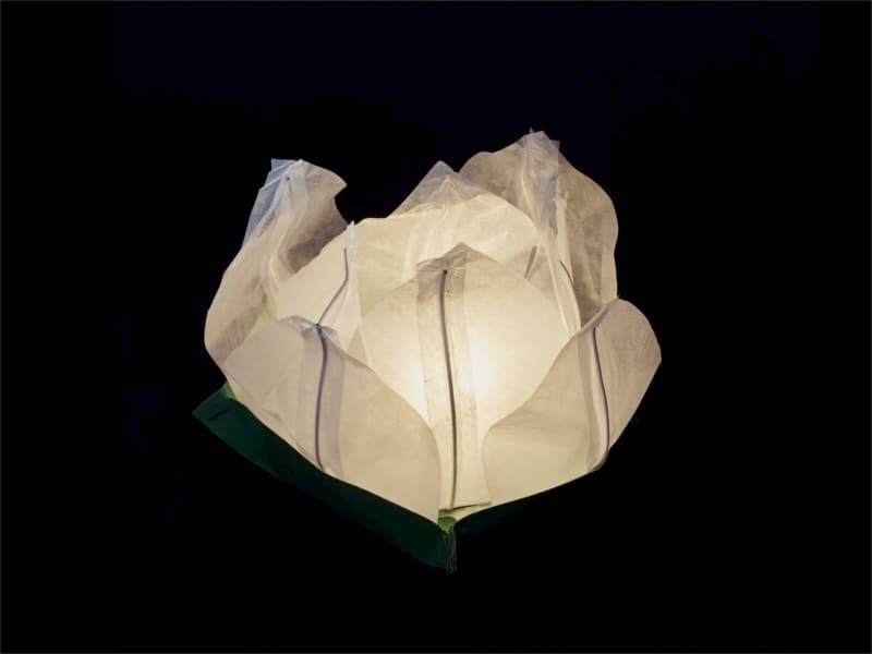lanterne galleggiante piccola a forma di ninfea fiore di loto, per la piscina, laghetto o anche da appoggiare per terra o in tavola, facile da usare, apri, pieghi, inserisci la candela e la fai galleggiare sull'acqua, candela compresa, colore bianca