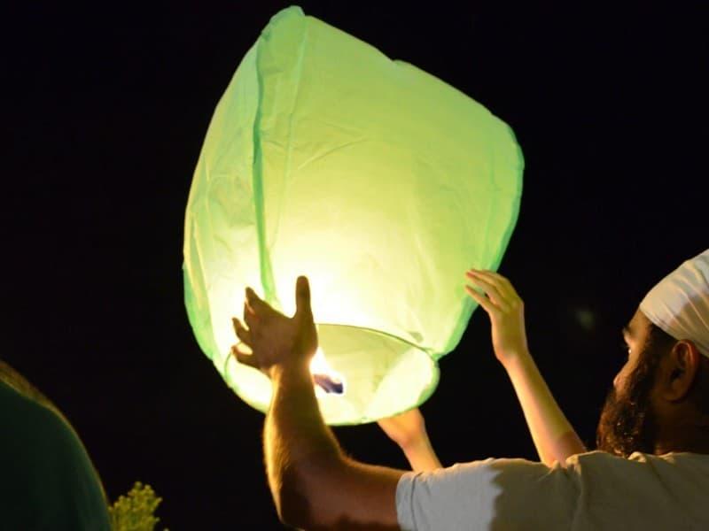 Lanterna Volante verde a forma di mongolfiera: Le nostre lanterne volanti pronte per l'uso, facile da usare, per un anniversario, un matrimonio, una laurea o qualsiasi altra festa, certificata, ignifuga e biodegradabile