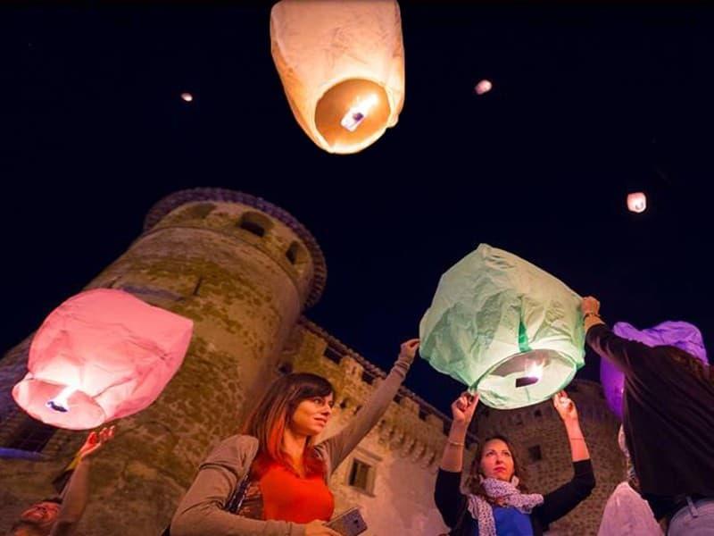 sagra, cerimonia, festa con le lanterne volanti, certificate e sicure.