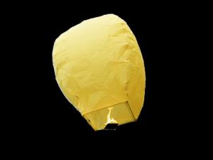 La lanterna volante mini  di colore gialla molto facile da usare, carta resistente e combustibile già montato e forte, vola in attimo, certificata, ignifuga e biodegradabile