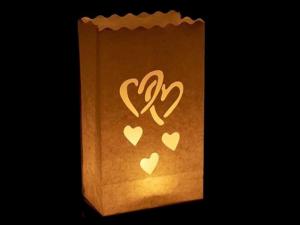 sacchetto luminoso per candele da usare al interno o in giardino da illuminare, carta ignifuga e biodegradabile, per una festa, natale, matrimonio o una serata in giardino, con cuori di misure diverse, senza scritte, facile da usare.
