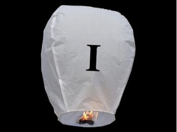 witte wens ballon vliegende lantaarn klaar voor gebruik, gemaakt met brandwerend en biologisch afbreekbaar papier, sterke brander, het volstaat de lantaarn te openen, de brander aan te steken en hij vliegt vanzelf, schrijf je wens in de lucht met deze vliegende lantaarn met letter I