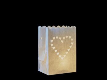 sacchetto luminoso di carta per lumini da usare al interno o in giardino da illuminare, carta ignifuga e biodegradabile, per una festa, natale, matrimonio o una serata in giardino, con cuori di misure diverse, senza scritte, facile da usare. Vanno anche bene in tavola.