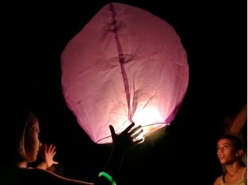 Lanterna Volante rosa a forma di mongolfiera: Le nostre lanterne volanti pronte per l'uso, facile da usare, per un anniversario, un matrimonio, una laurea o qualsiasi altra festa, certificata, ignifuga e biodegradabile