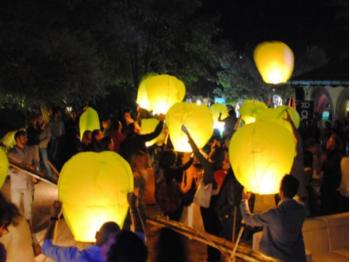 gele wensballonnen in de vorm van een hete luchtballon, klassiek model, perfect voor een bruiloft of willekeurig ander feest, klaar voor gebruik, brandwerend en biologisch afbreekbaar papier