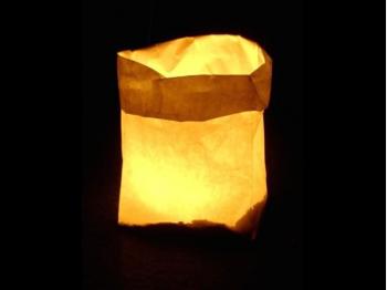 sacchetto luminoso per candele da usare al interno o in giardino da illuminare, carta ignifuga e biodegradabile, per una festa, anniversario, capodanno,  matrimonio o una serata in giardino, senza disegni o scritte, semplice da usare