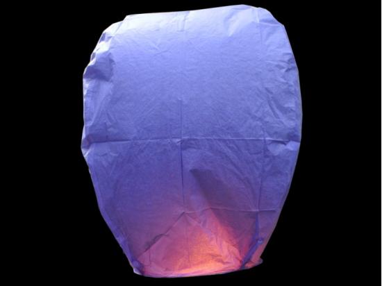Lanterna volante viola: La festa del comune, la sagra, la festa aziendale, le nostre lanterne volanti fanno sempre bella figura. Professioniste scelgono le nostre lanterne volanti luminose, non è per caso che siamo da sempre in prima posizione sulle macchine di ricerca