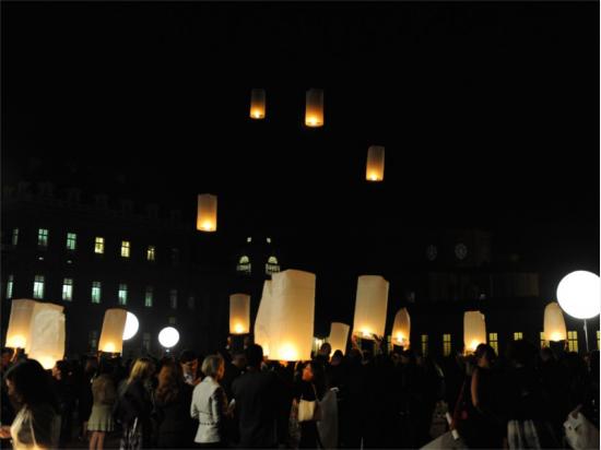 Lanterne volanti alla Reggia venaria Reale Torino, una festa aziendale con 400 lanterne volanti Thai