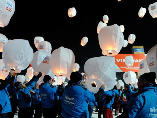 Lanterna Volante con il vostro logo: mondiali sci Nordico sponsor Viessmann